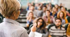 Tips for Teaching Students 'What to Learn' and 'How to Learn' During Lectures