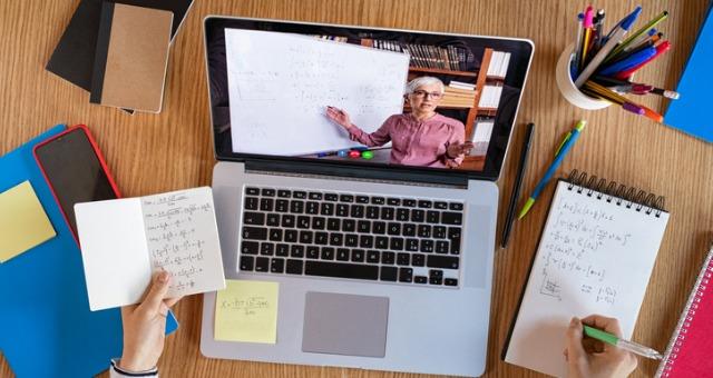 Remote teacher explicitly explains transparent homework and lecture
