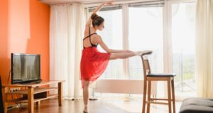 Student dances virtually in online dance class
