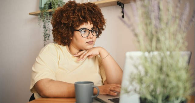 Student engages online during online lecture